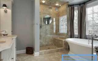 Как размещаются в интерьере санузла ванна и душ