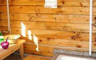 Душ в деревянном доме: сложности обустройства долговечной конструкции