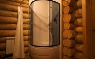 Душевая кабина в деревянном доме – особенности установки