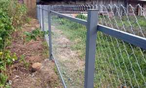 Сетка рабица отличный вариант для строительства забора в загородном доме