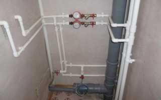 Как монтируют водопроводные трубы