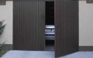 Распашные гаражные ворота своими руками: как сделать?