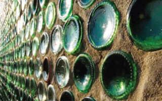 Стеклянные бутылки вместо кирпичей: 4 фото для поднятия настроения